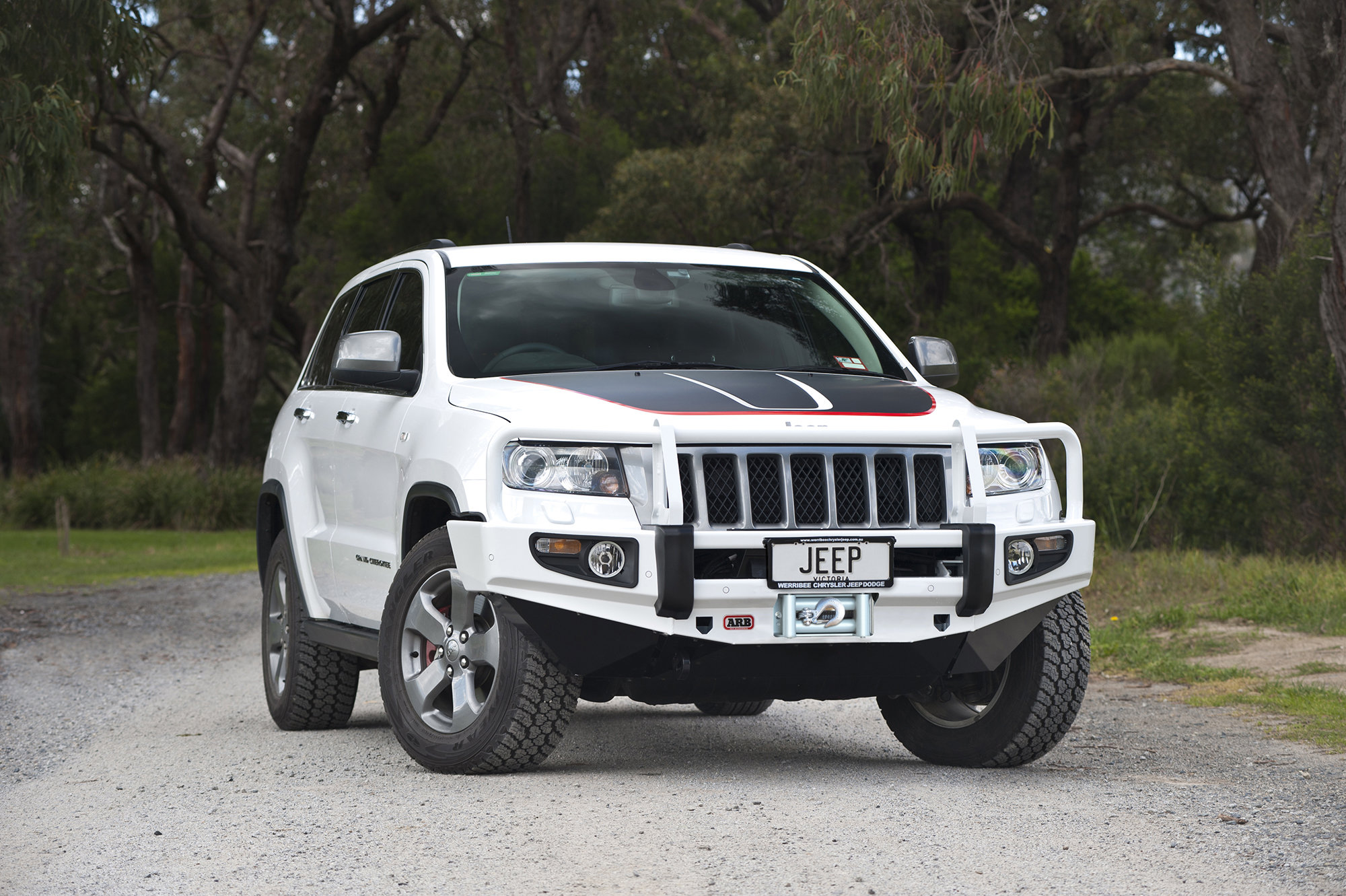hight resolution of arb 3450410 front bull bumper for 11 13 jeep grand cherokee wk2 quadratec