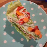 BEILAGE zum Grillen: SALATTORTE lecker, gesund und der Hingucker auf dem Essenstisch #Grillen #Salate #Food