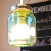 DIY Upcycling! Wir basteln eine Lampe aus bunten Einmachgläsern #DIY #Einrichten&Wohnen