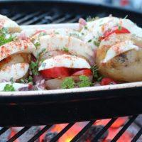 Kreative und leckere Rezepte mit Fisch, Käse und Co vom Grill mit den BBQ Grillplatten und Schalen von RÖMERTOPF und Johann LAFER