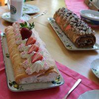 Schnelle Erdbeer- und Schokoladen Bisquitrolle mit Gelinggarantie #Food #Baking #Sonntagskaffee
