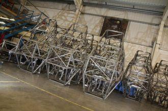 Handarbeit: in der Fabrik fertigen die Arbeiter den Rahmen komplett selbst