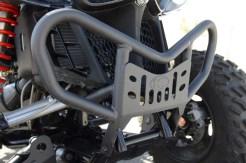 Passend: Front-Bumper und Nerf-Bars sind schwarz gepulvert und robust.