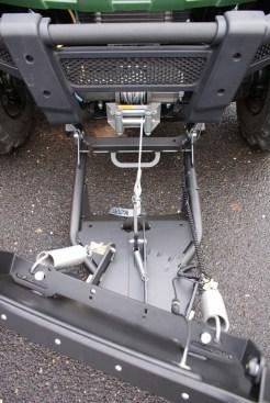 Simpel: Mit der Front-Montageplatte ist das Schneeschild von Cycle Country in einer Minute montiert