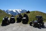 """Abfahrt vom Col d`Iseran: Gruppenfoto der """"Bergziegen"""" kurz unterhalb der Passhöhe auf 2770 Meter."""