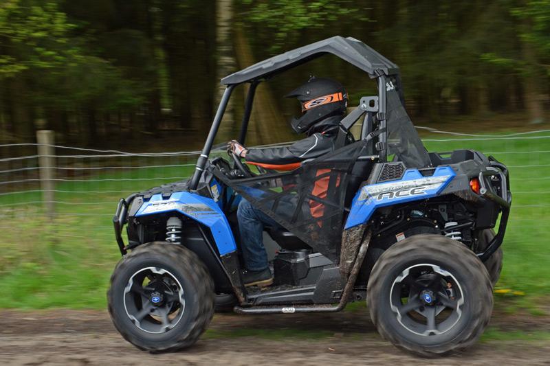 Locker auf den Feldwegen unterwegs: Das einfache Handling ermöglicht auch Ungeübten oder Anwendern leichten Einsatz.