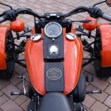 Harley-Typisch: Kontrolle läuft über die Tankmitte.