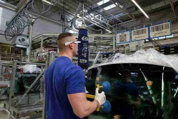 volkswagen bringt 3d datenbrille in den serieneinsatz