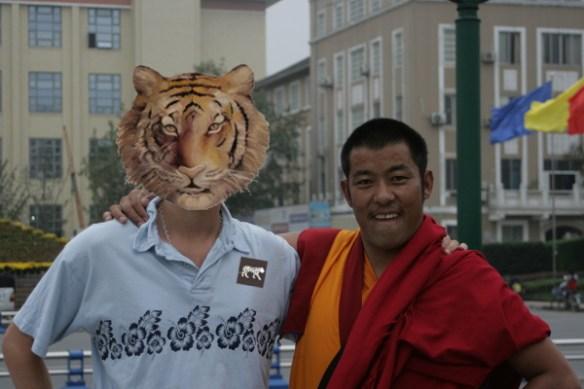 Pour des raisons de confidentialité, Chetan sera remplacé par un pote moine tibétain