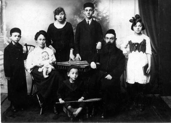 Yehuda Elberg on far left, with mother Chava, father Abraham Nathan, brothers Shmuel & David (moved to Israel before Holocaust), sisters Genendel and Rayzel.