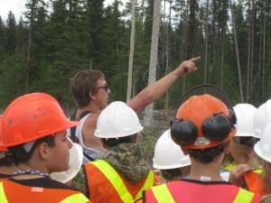 school-field-trip-tree-planting-quastuco-silviculture