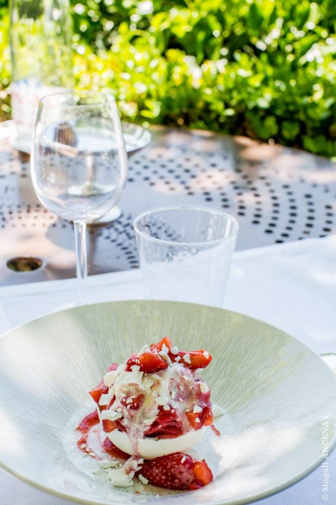 Vacherin contemporain aux fraises de Salon de Provence