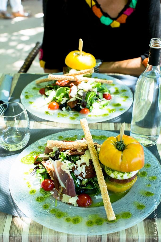 Déjeuner à la Brasserie La Fontaine, une belle salade comme je les aime !