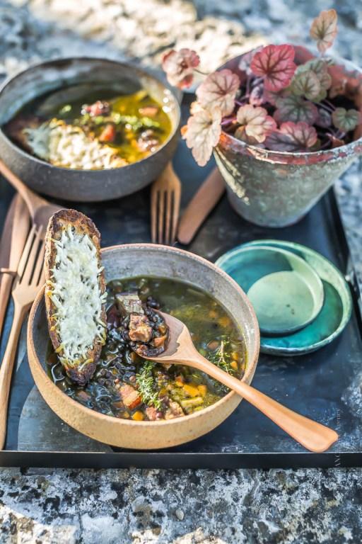 Soupe de lentilles Beluga, tartine au fromage - Magali ANCENAY