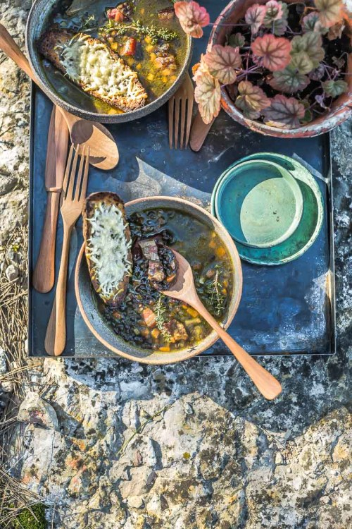 Soupe de lentille Beluga, tartine au fromage - Magali ANCENAY