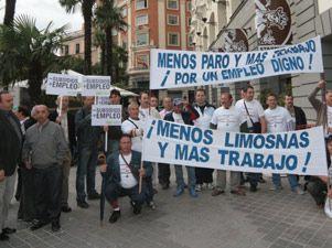Los parados organizan una cadena humana en Madrid para exigir una renta básica