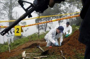 Denuncian existencia de fosa con centenares de cadáveres cerca de un batallón