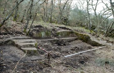 Descubierta por casualidad una estructura rupestre en una aldea de Allariz