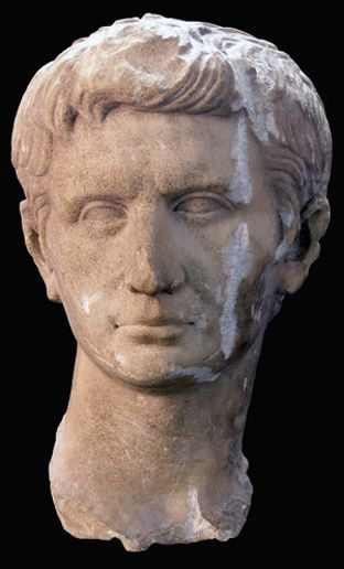 La Junta declara Bien de Interés Cultural el busto del emperador Augusto de Lora del Río