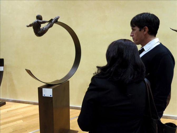Los hombres-pájaro del mexicano Jorge Marín aterrizan en la Comisión Europea