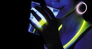 Haz que tu fiesta luzca con pulseras fluorescentes