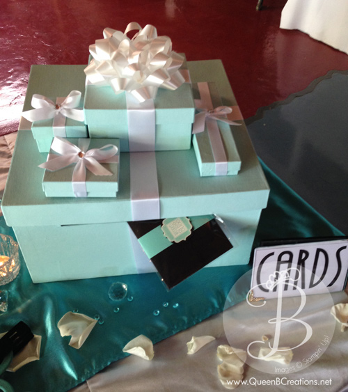 card-box-at-wedding