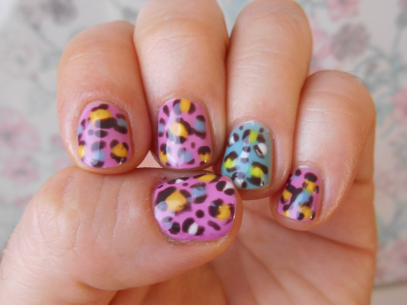Colorful leopard nail art. Click through for the tutorial! | Queen Lila
