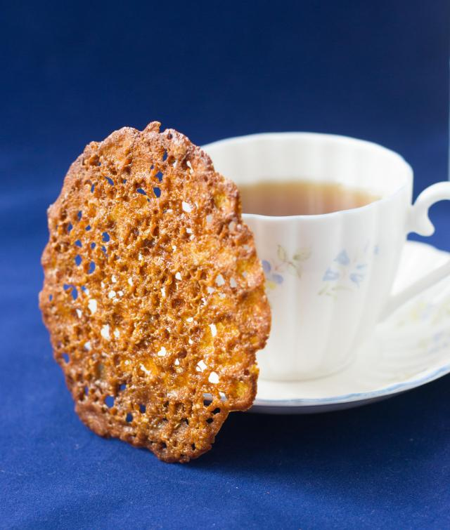 Quinoa Lace Cookies - Beautiful and delicate gluten free cookies with caramel and butterscotch notes. No mixer or stove top prep. required. | QueenofMyKitchen.com
