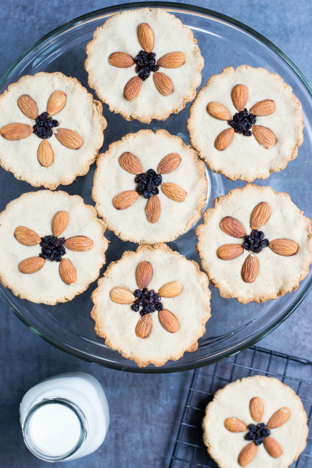 Vegan Almond Flour Cookie Tarts – Beautiful, wholesome tart-like cookies with no refined sugar. Decorated with an almond flower center. Gluten-free and paleo. | QueenofMyKitchen.com