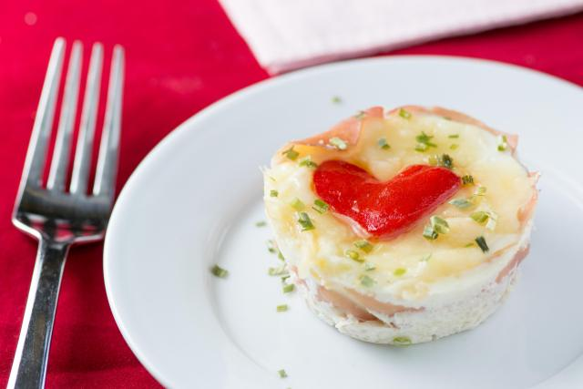 Valentine Prosciutto Egg Cups – Surprise your loved ones with a special breakfast on Valentine's Day! | QueenofMyKitchen.com