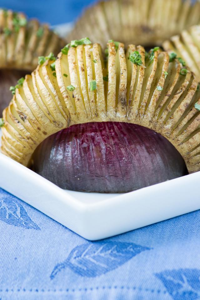 Hasselback Potatoes Over Roasted Red Onions – A unique 2 in 1 recipe. Red onions are the rack for perfectly roasted hasselback potatoes and a delicious condiment for grilled meat. | QueenofMyKitchen.com