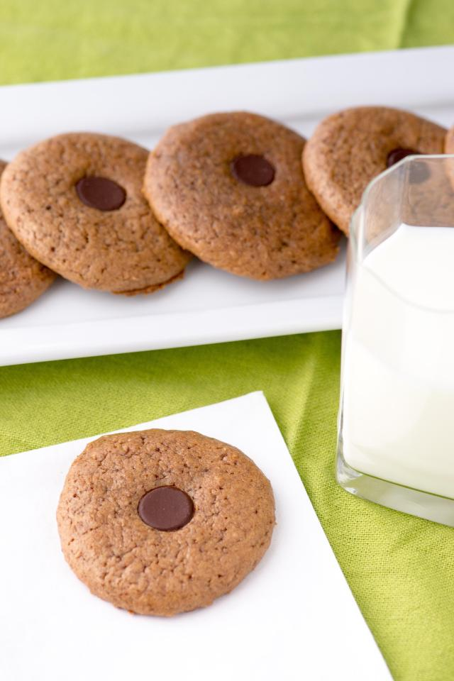 Almond Butter Button Cookies – Deliciously soft and chewy cookies made with just a handful of healthy ingredients. Gluten-free.   QueenofMyKitchen.com