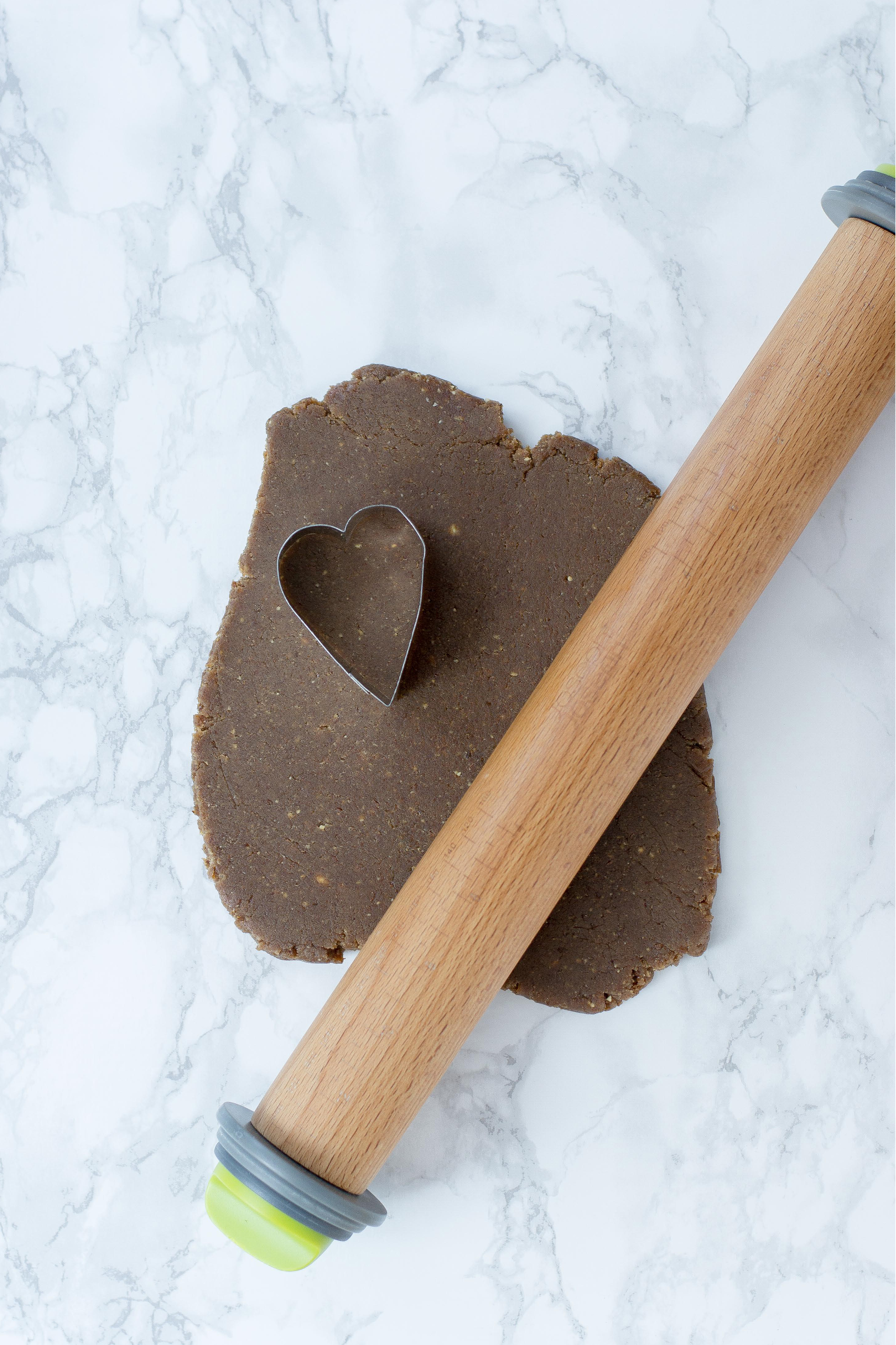 Healthy Salted Caramel Chocolate Hearts. Healthy candy to make for your Valentine! The mock caramel filling is free of refined sugar. | QueenofMyKitchen.com #chocolate #valentinesday #caramel #valentine #valentinecraft