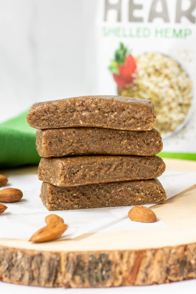 Almond Hemp Heart Bars – Vegan, gluten-free, no-bake snack bars taste that like candy. Packed with nutrients and utterly delicious! | QueenofMyKitchen.com | #snackbar #snackbars #hemp #hemphearts #hempseeds #vegansnack #glutenfreesnack #snack