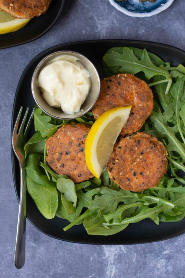 Super Simple Salmon Cakes - There are only 4 ingredients in these delicious seafood cakes made with convenient and healthy, canned, wild caught, sockeye salmon. | QueenofMyKitchen.com | #salmon #sockeyesalmon #cannedsalmon #healthy #4ingredients #seafood