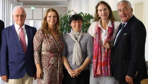 V.l.n.r.: Manfred Spieker, Birgit Kelle, Sabine Weigert, Hedwig von Beverfoerde und Minister Ludwig Spaenle bei dem Treffen am Montag (Bild: Demo für alle / CC BY-SA 3.0)
