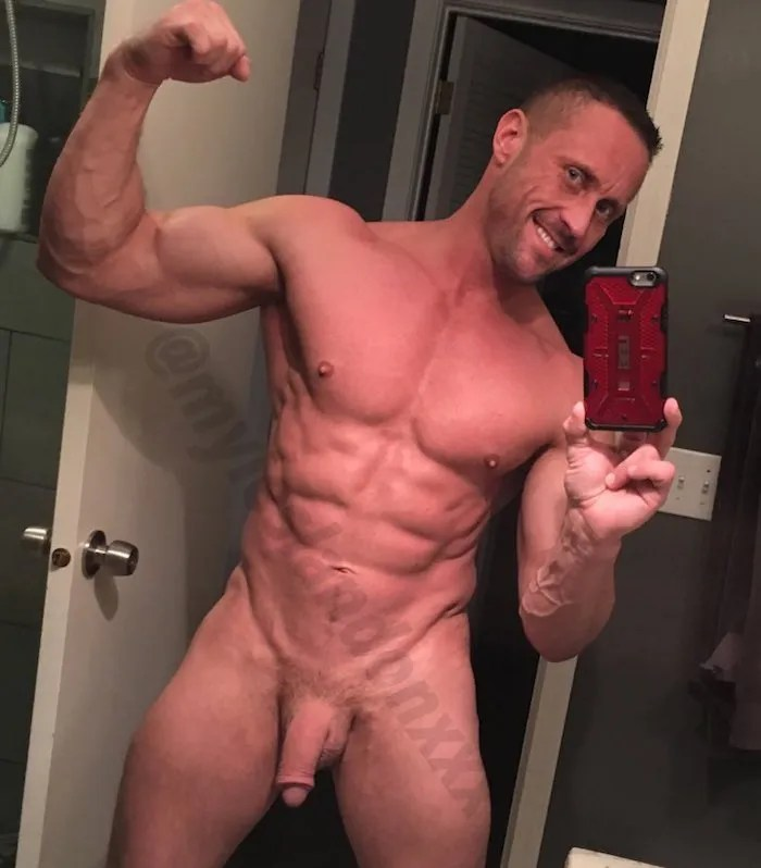 Hot Muscle Daddy Vids