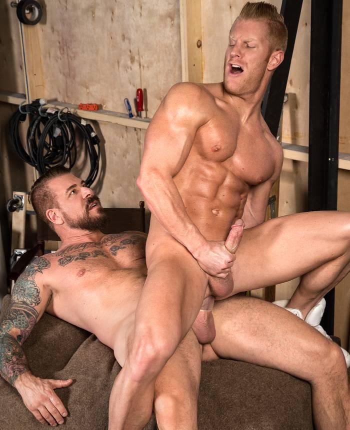 johnnyv-muscle-bottom-gay-porn-rocco-steele-big-dick