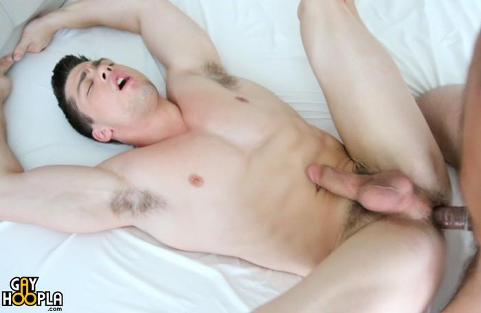 collin-simpson-gay-porn-muscle-hunk-fucked-derek-jones-gayhoopla
