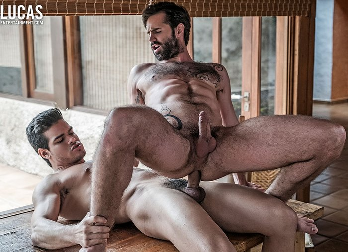 Fit stud gets his long pole sucked by sporty babe in the gym 3