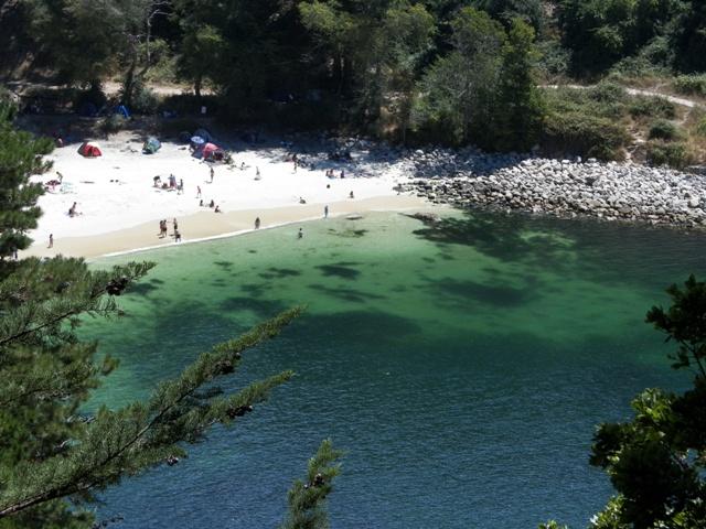Playa Ramuntcho: arena suave y blanca que contrasta con verdosas aguas
