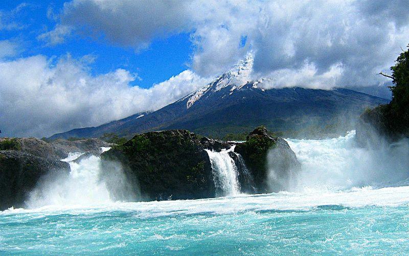 Saltos de Petrohué: Abre tus sentidos con esta torrencial y espumosa cascada de agua