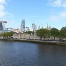 Vue du Tower bridge sur la City
