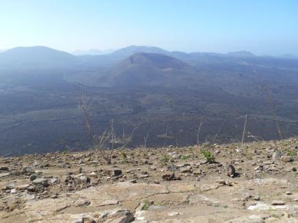Vue de la caldera blanca sur le parc des volcans