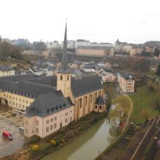 Vue des casemates sur l'abbaye de Neumünster (Luxembourg)