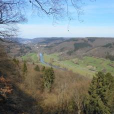 Vue sur la vallée de la Sure depuis la gorge du Loup