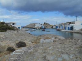 Garages à bâteaux à côté de l'église d'Aghios Konstantinos (Milos)