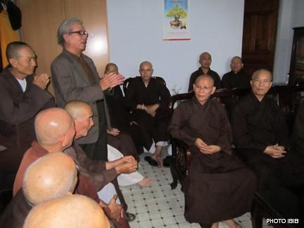 Huynh trưởng Lê Công Cầu báo cáo Phật sự Gia Đình Phật tử Việt Nam -  Hình PTTPGQT