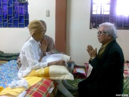 Bảy giờ sáng Mồng Một Tết, Ngài huấn thị việc sinh hoạt Giáo hội trong năm 2015 và căn dặn việc hậu sự. – Hình PTTPGQT