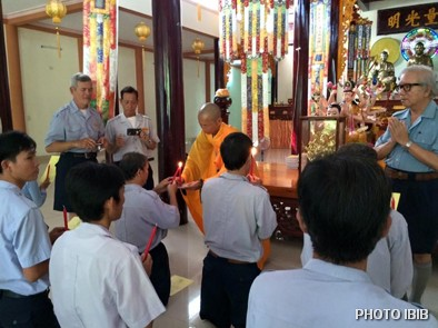 Lễ Truyền Đăng và Phát Nguyện sau Trại Vạn Hạnh tại Tu viện Long Quang